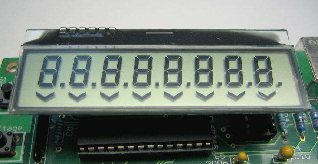 Плата содержит четырехразрядный 7-ми сегментный индикатор, который подключен к порту b